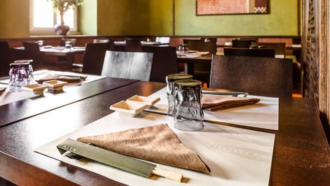Particolare tavolo - Saien, Milan