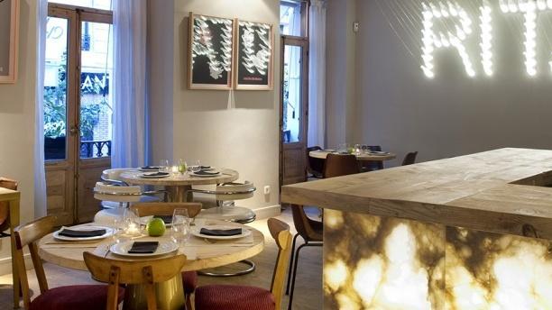 Rita & Champagne Vista interior