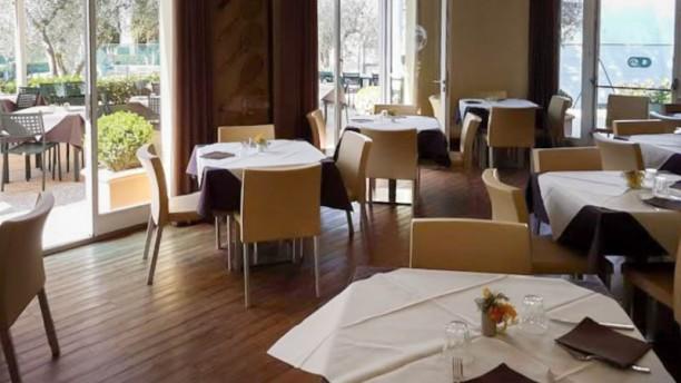 https://u.tfstatic.com/restaurant_photos/809/310809/169/612/match-ball-club-house-interno-e4914.jpg