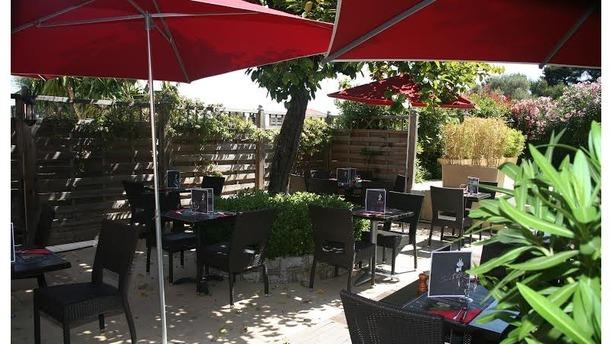 Hippopotamus antibes restaurant 1687 route de grasse for Restaurant exterieur