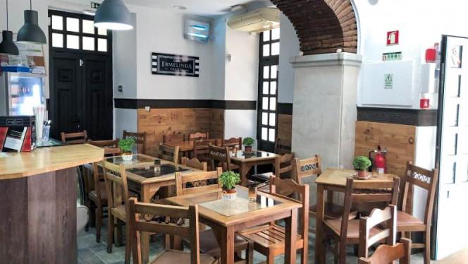 O Cantinho do Fado ristorante mediterraneo a Setúbal in Portogallo