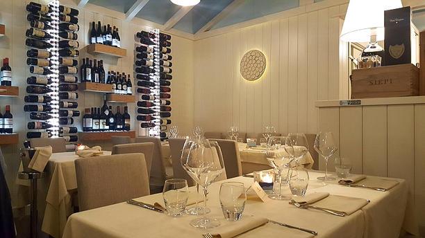 Enoteca Il Pinolo cibo e vini Interno