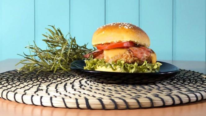 ROCK N ROLL - Hambúrguer de Frango - Groove Burger Makers, Leça da Palmeira