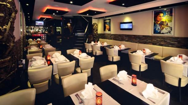 Bollywood Indiaas Restaurant Terras Eetzaal