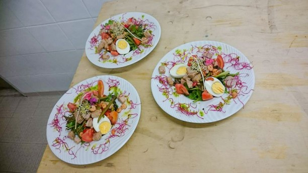 Le Venturi (hotel best western aix sainte victoire) salade niçoise