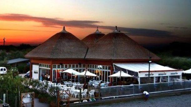 Monnalisa Restaurant edificio esotico al tramonto