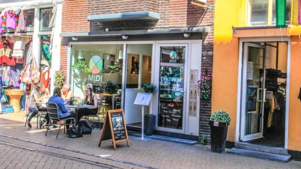 Brasserie Midi Gelegen in de altijd gezellige Folkingestraat