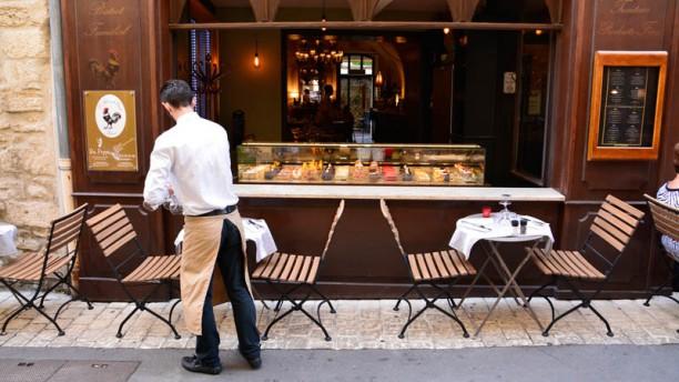 L'Aile ou La Cuisse Façade, rue de la commune