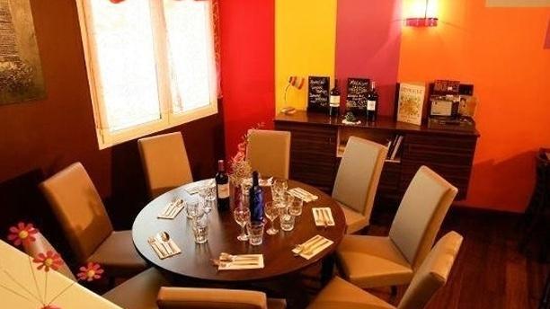 Les pieds sous la table in tresses restaurant reviews - Restaurant la table ronde marseille ...
