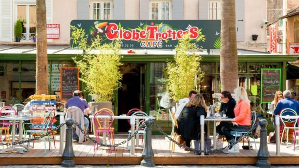 Globe Trotter's Café Vue extérieure