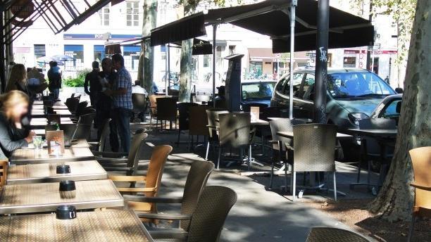 Café de la Crèche Zoom sur la terrasse