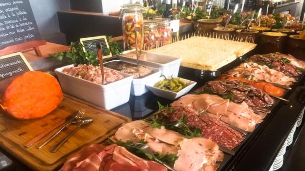 Restaurant club house vieux port marseille 13002 for Vieux buffet de cuisine