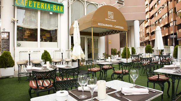 Cafetería - Hotel Granada Center Vista entrada