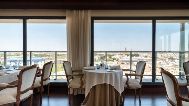 Al Zagal Restaurante Panorámico Hotel Sevilla Center In