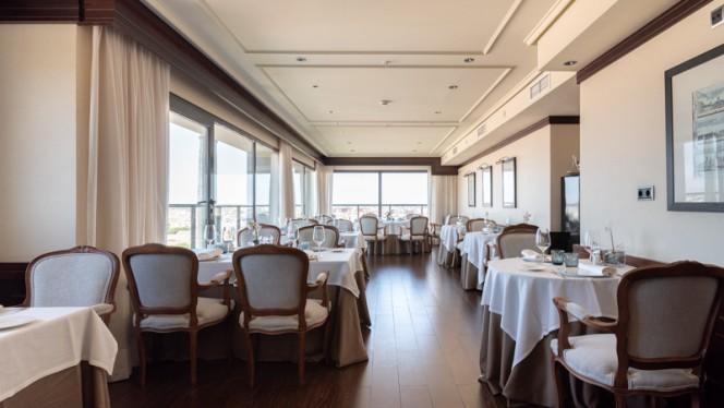 Al-Zagal restaurante panorámico - Hotel Sevilla Center
