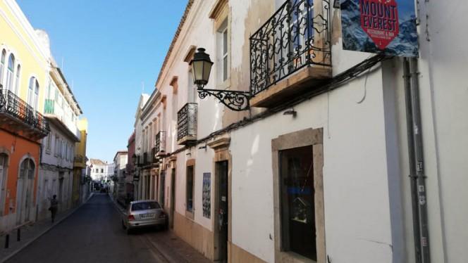 Mount Everest Restaurant and Bar Faro ristorante asiatico a Faro in Portogallo