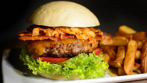 Pint of View Cheddar bacon cheeseburger w/ kimchi