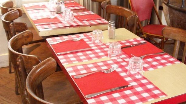 Le Catalan Normand - Les 2 Singes Tables dressées