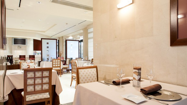 Cafetería Restaurante La Torre - Hotel Badajoz Center Vista mesas