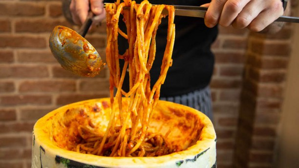 Simo Restaurant Bucatini all' Amatriciana ripassati nel Pecorino