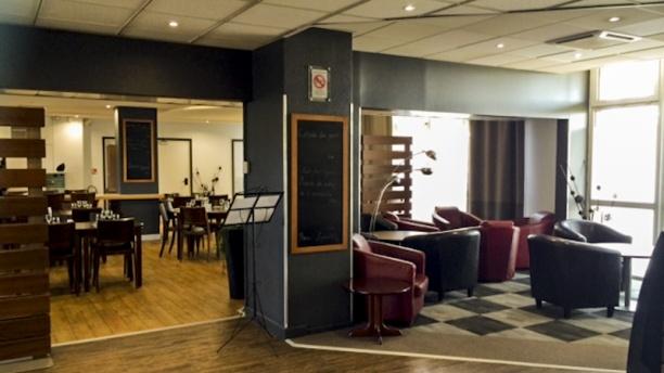 Hotel Restaurant Kyriad Vue salle
