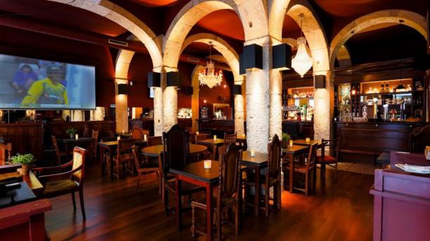 The George Pub Sala