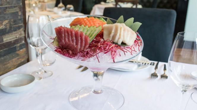 Mix de sashimi ( atum , peixe manteiga , salmon ) - Sushi & Meat, Matosinhos