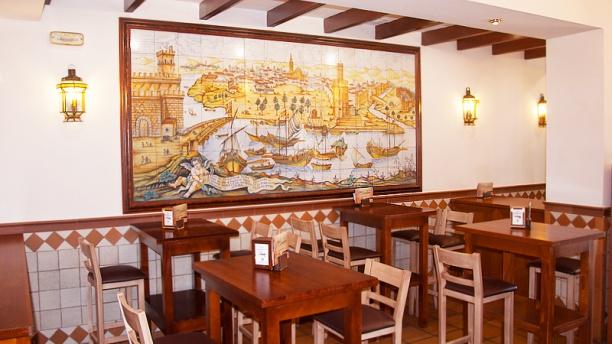 Mesón Guadalquivir zona meson -mesas altas-