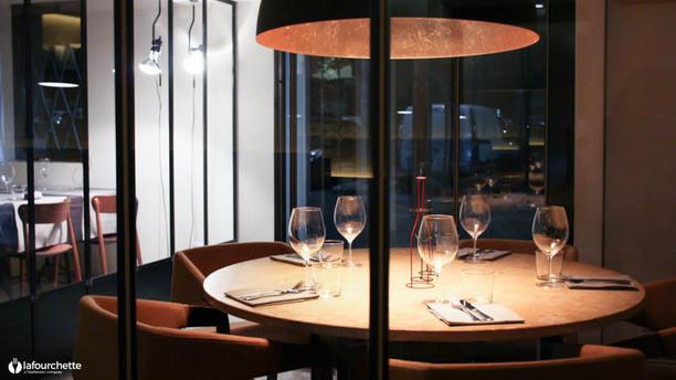 N.O.I. Restaurant Particolare tavolo