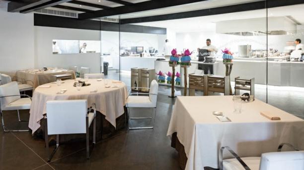 Restaurante dani garcia puente romano beach resort en for Precios de utensilios de cocina para restaurantes