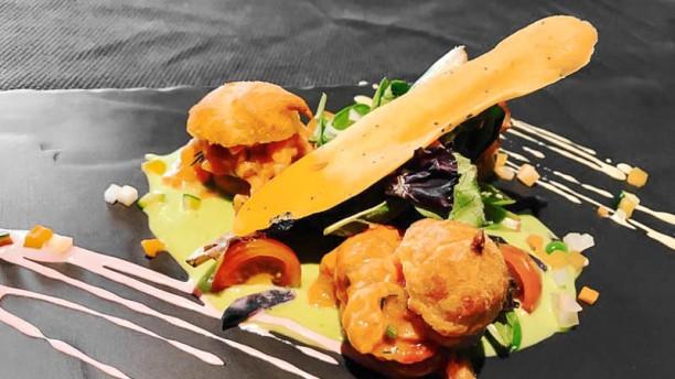 A La Guill on Dine Chouquettes de tartare de truite au coulis d'asperges vertes