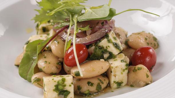 Cais do Oriente rw Salada de feijão fradinho e minas curado