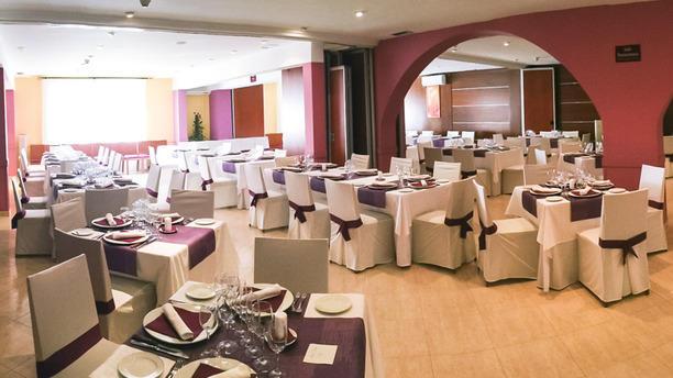 Hostal Jeni & Restaurante Sala