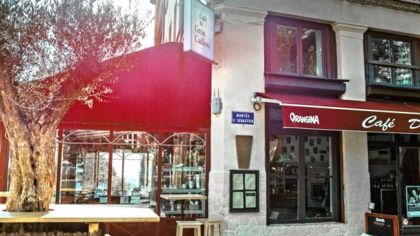 Café du Gros Caillou Façade ensoleillée