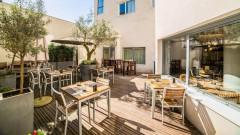 Kitchen and Bar by Courtyard Arcueil