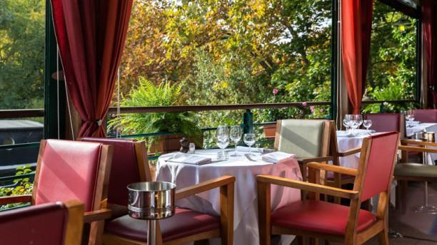 Restaurante le petit poucet en levallois perret men - Le verre y table restaurant viroflay ...