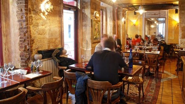 le petit italien in paris restaurant reviews menu and. Black Bedroom Furniture Sets. Home Design Ideas