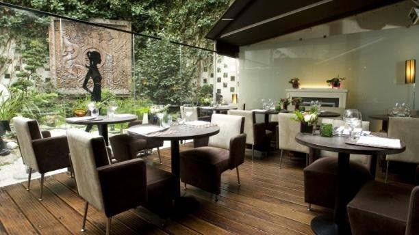 Restaurant lys e lounge paris 75008 champs elys es for Salon du bois paris