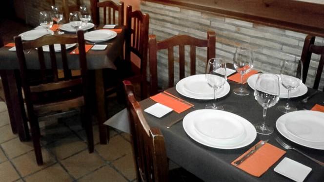 Detalle mesa - La Kupela, Zaragoza