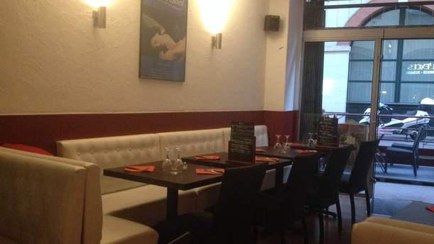 A l'Excès : Brasserie Burger Salle