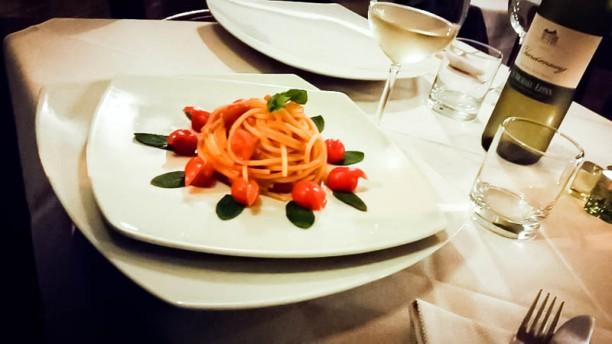 Binario nove tre quarti Spaghetti Pomodoro Basilico