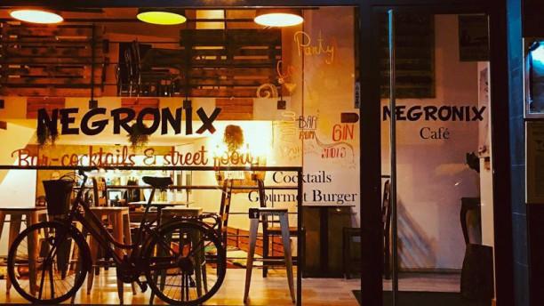 Negronix Bar Cocktails & Street Food Entrada