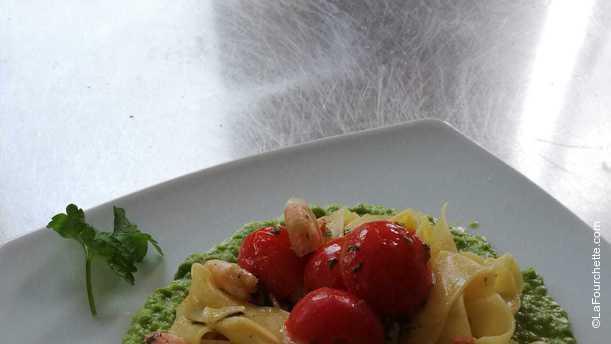 La Suite Franciacorta Tagliatelle con gamberetti e Pomodorini su vellutata di piselli