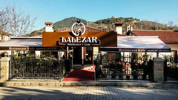 Lalezar The entrance