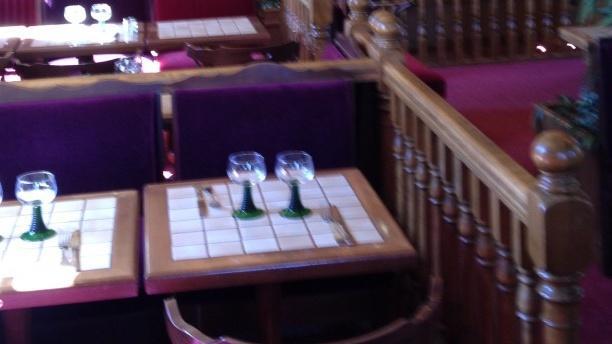 La Taverne de Maître Kanter Tables dressées