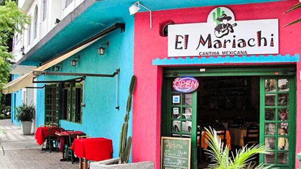 El Mariachi Exterior