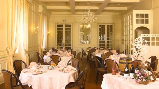 Le Restaurant des Bains Salle du restaurant