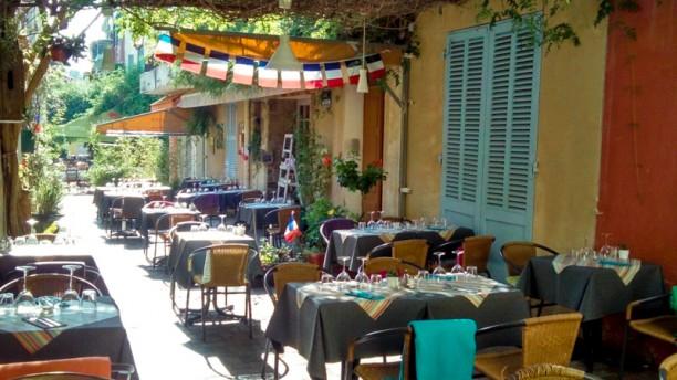 La pignato restaurant rue de l 39 abb helin 83980 le for Restaurant le miroir rue des martyrs