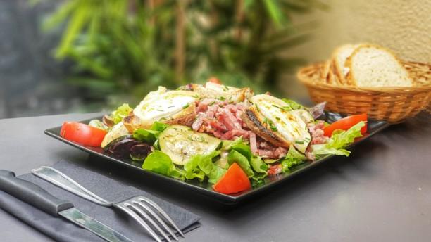 Di Trevi Notre Biquette : tomates, toasts de chèvre chaud et lardons, accompagnés de courgettes marinée !