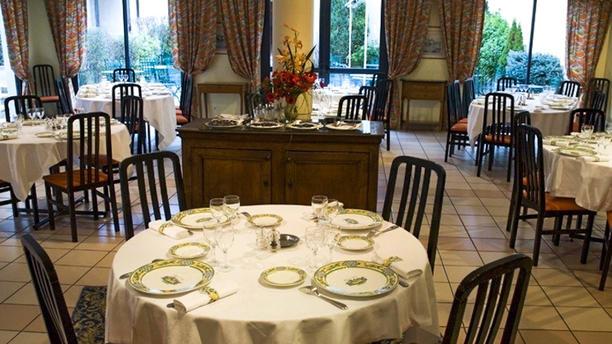 Hôtel Restaurant Soleil et Jardin Vue de la salle